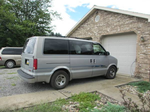 2000 GMC Safari Passenger Van V6 Auto For Sale in Butler, PA