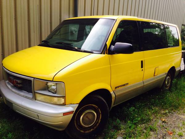 1999 GMC Safari Passenger Van Auto For Sale in Worcester, MA