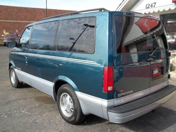 2000 GMC Safari Van Auto For Sale in Janesville, WI